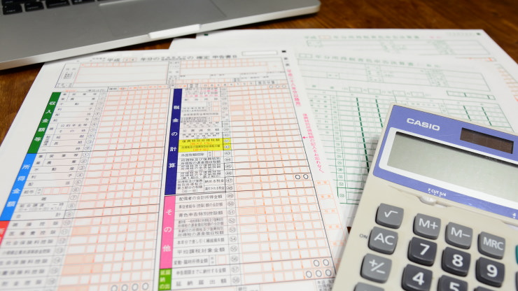 帳簿と電卓