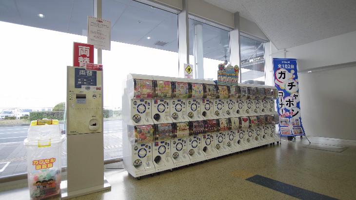 長崎空港1F ガチャポン エスカレーター横