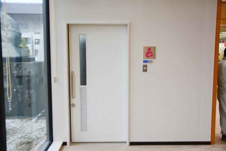 佐世保市役所1階授乳室入口