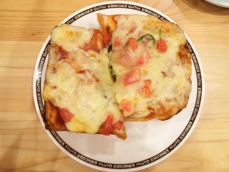 コメダ珈琲店のピザ