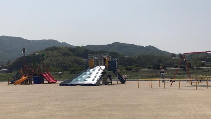 相浦支所横の公園の遊具