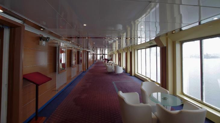 ピースボート 廊下