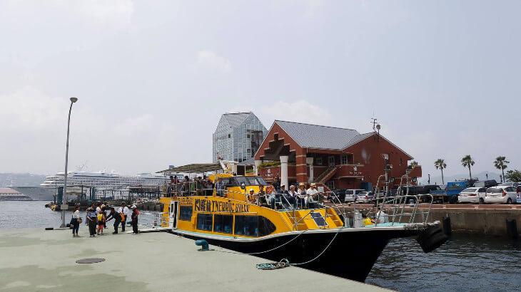 軍港クルーズ船