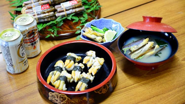 赤マテ貝のにぎり寿司と味噌汁とキリン一番搾り