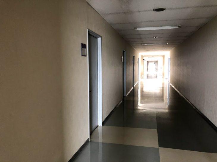 佐世保魚市場ビル3階廊下