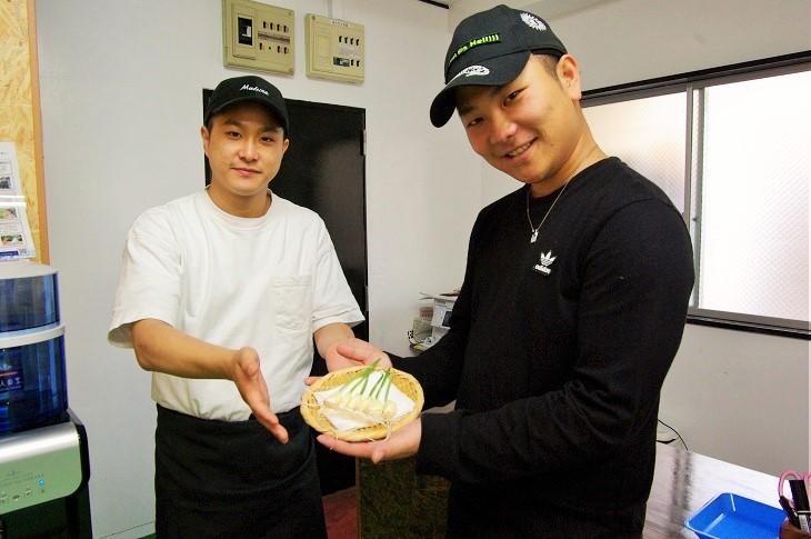 旬鮮館スタッフ。右が坂本さん