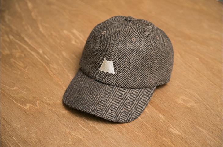 刺繍の入った帽子