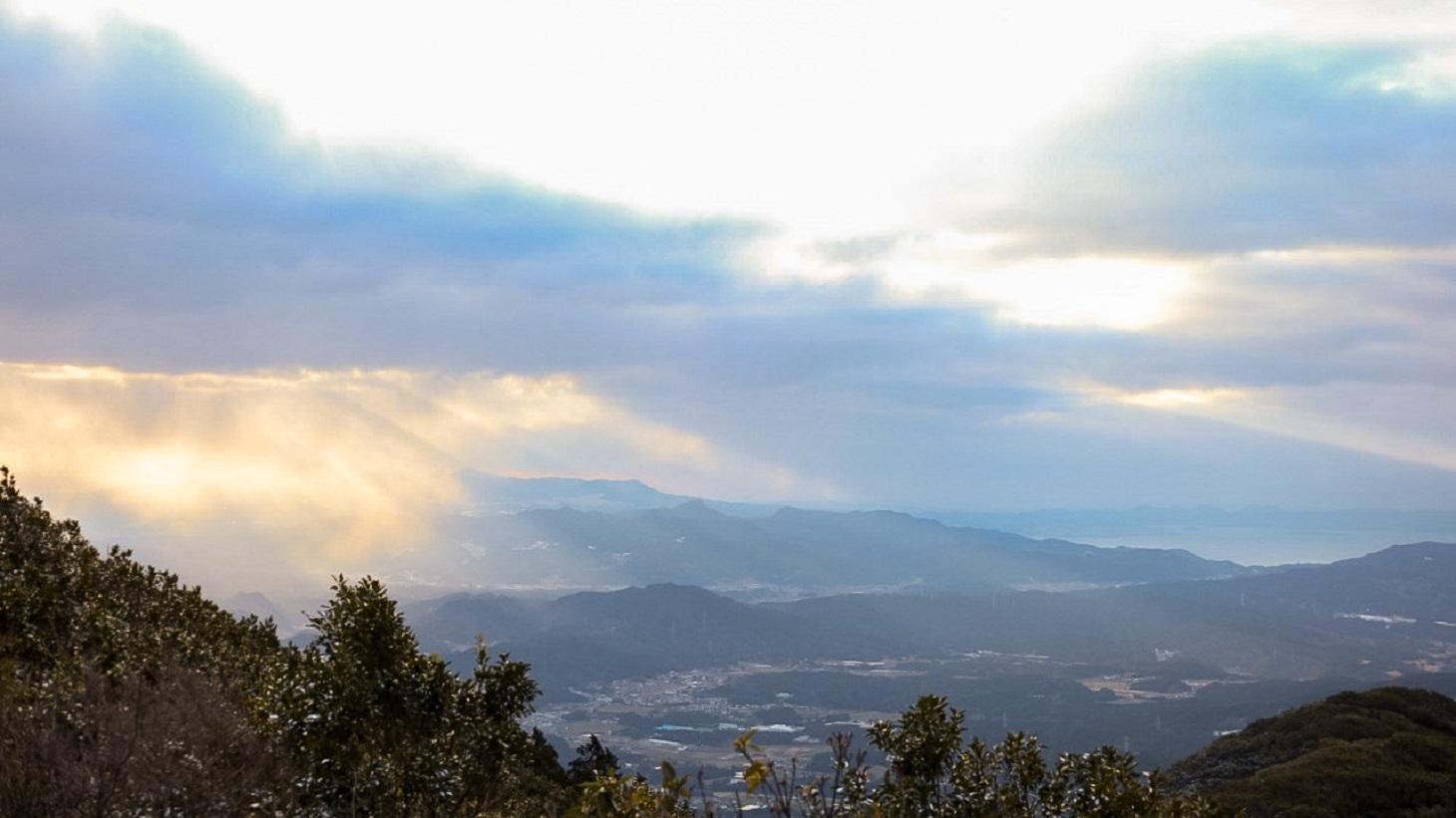 雲から差し込んだ光