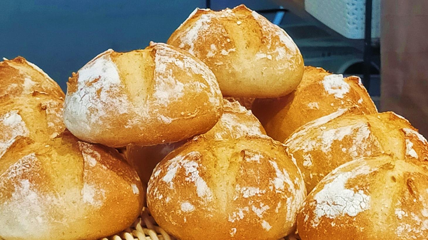 ベーカリータシロ 全粒粉パン