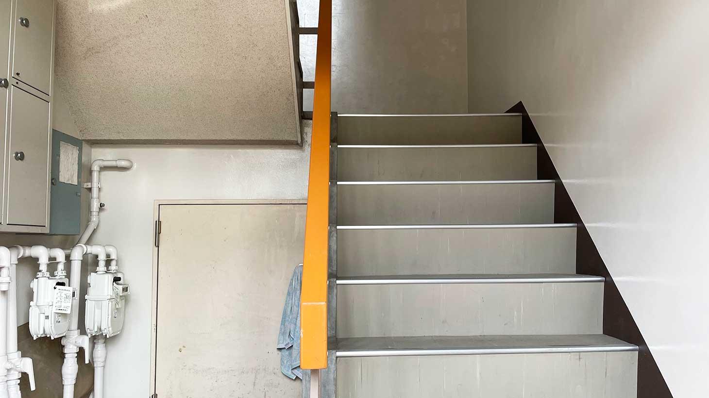 studycaferaonビル階段