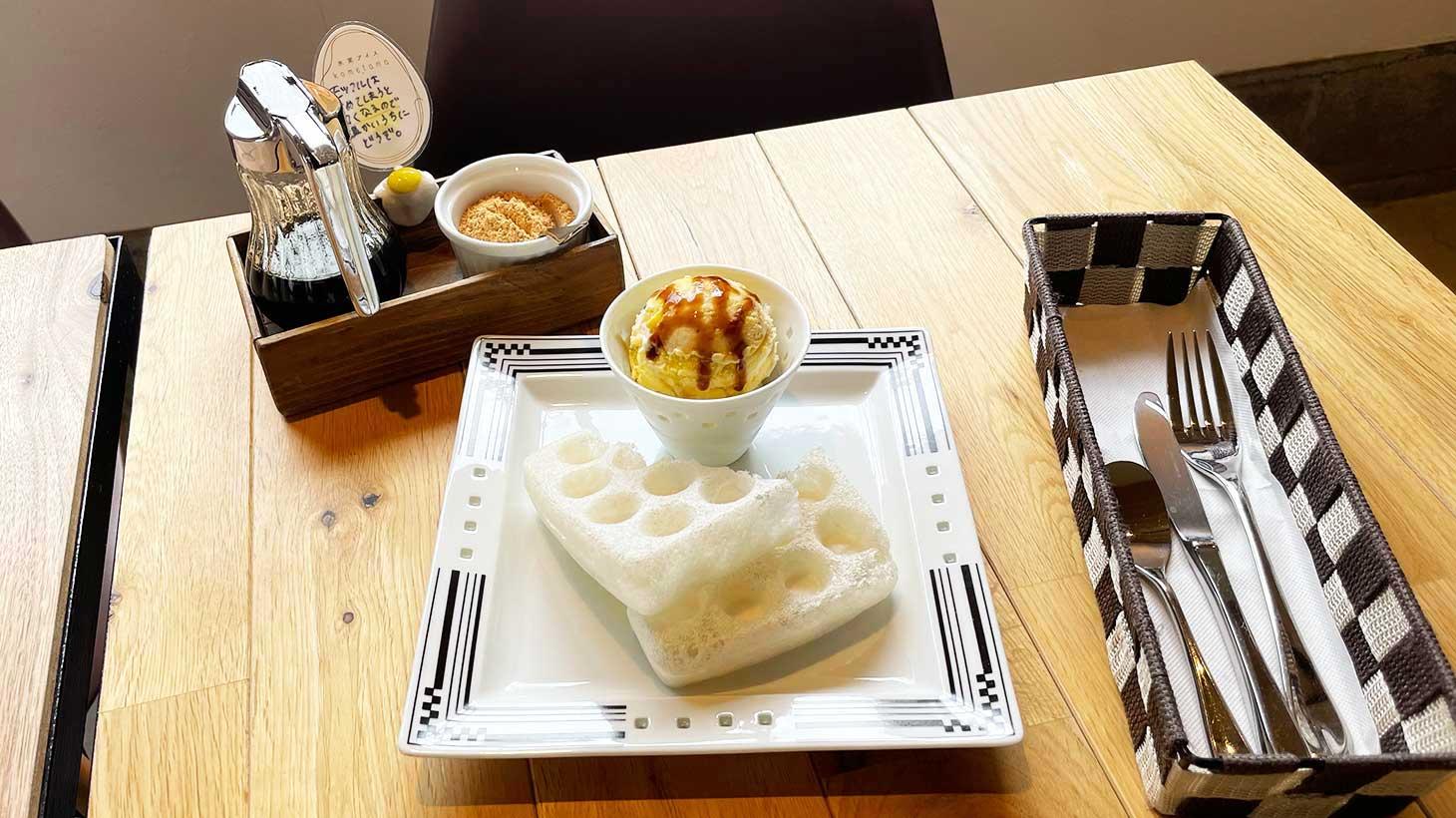 氷窯アイスこめたまのアイスとモッフル